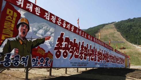 PROPAGANDA: Alpinbakkene i Masik var også tenkt som et svar på sørkoreanernes vinter-OL. Nå kan betydningen bli en helt annen. FOTO: AP/Kim Kwang Hyon.