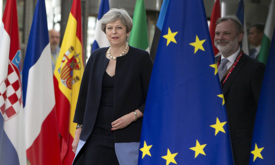 """FÅR BLI: Storbritannias statsminister Theresa May, hadde med sg et """"sjenerøst"""" tilbud til EUs toppmøte i Brussel torsdag. EU-borgerne som bor i landet får bli. Foto: AP Photo/Virginia Mayo"""