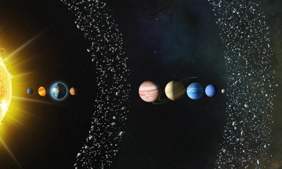 SOLSYSTEMET: Solsystemet siden vi kjenner det i dag. F.v. sola, Merkur, Venus, jorda, Mars, asteroidebeltet, Jupiter, Saturn, Uranus, Neptun, Pluto (som ikke lenger regnes som en planet) og Kuiperbeltet, der den usette planeten kan befinne seg. Illustrasjon: Science Photo Library / NTB Scanpix