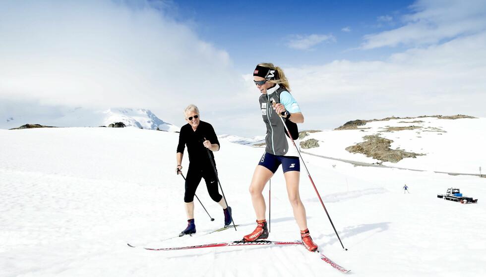 SOGNEFJELLET: Vakker natur og snø til langt på sommeren. Men årets sesong blir ikke så lang på Sognefjellet. Løypene stenger rundt 10. juli. Foto: Bjørn Langsem