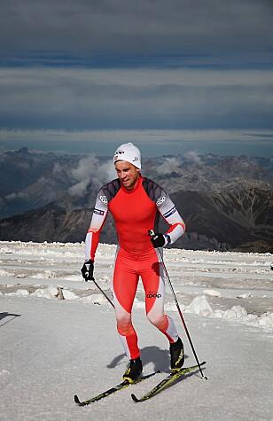 3200 METER: På Stelvio-breen kan du gå på ski 3200 meter over havet. Her er Thomas Northug i aksjon. Foto: Tormod Brenna