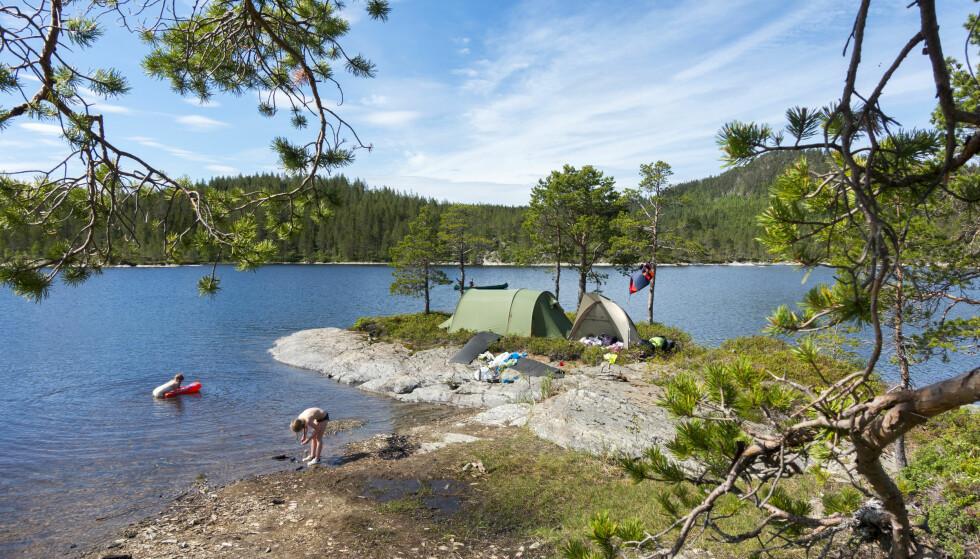 HYGGE PÅ NORSK: Norsk friluftsliv er på vei til britiske bokhandler. Her campingliv i Trondheim. Foto: Gorm Kallestad / NTB Scanpix