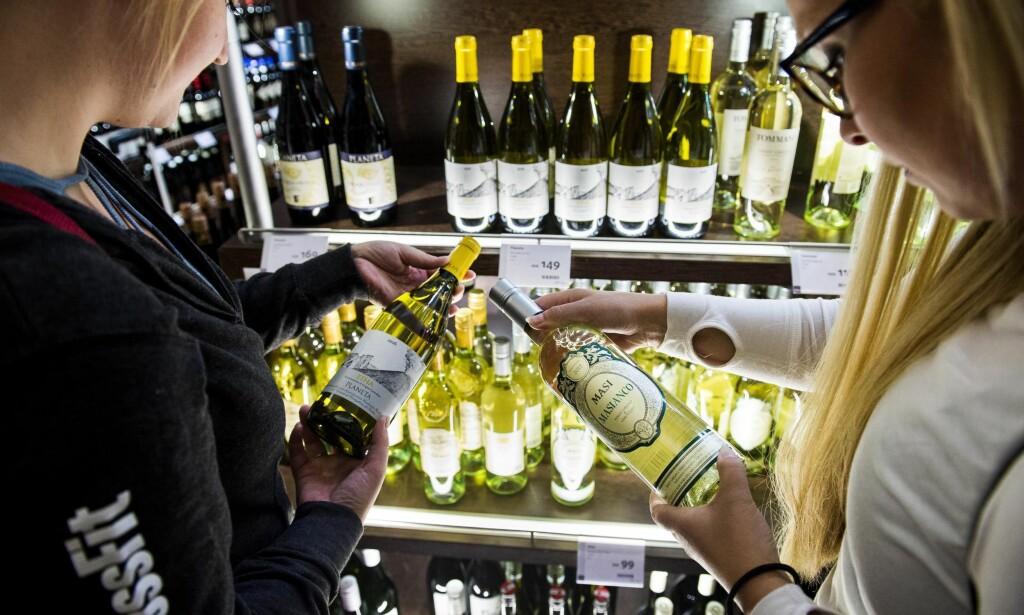 MYE Å VELGE MELLOM: I mellomsjiktet prismessig er det derimot flere produkter som er interessante i taxfree-butikken på Gardermoen. Foto: John Terje Pedersen