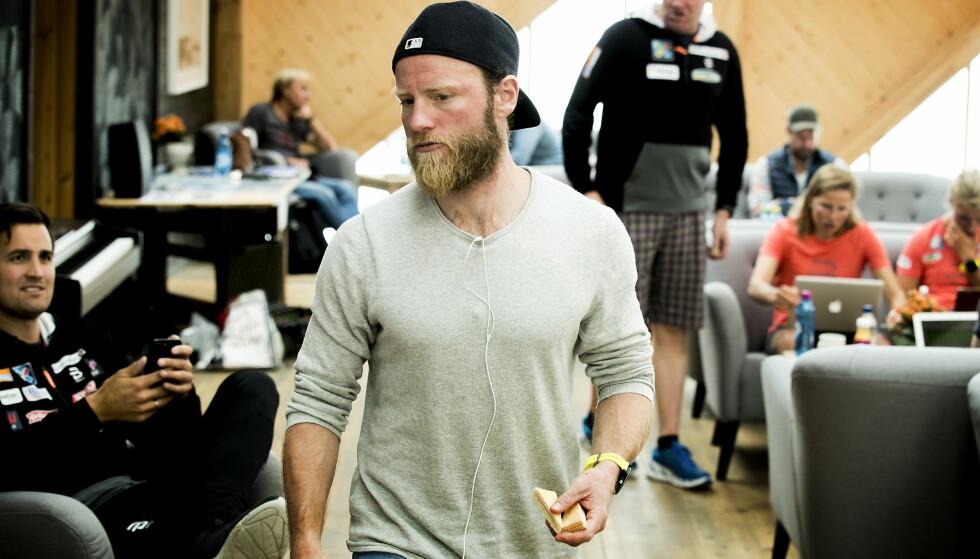FASCINERT: Martin Johnsrud Sundby synes det er rått at Vebjørn Hegdal (19) eksperimenterer med treningsmengder på samme måte som ham selv - og i oppsiktsvekkende menger til å være så ung. Foto: Bjørn Langsem / Dagbladet