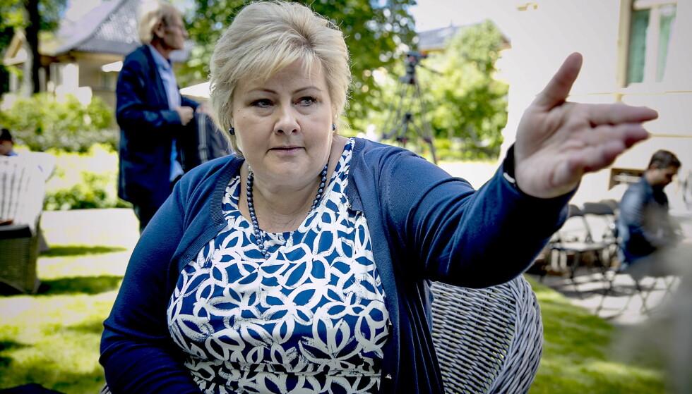TREKKER REKLAME: Partiet Høyre, her ved statsminister Erna Solberg, innrømmer at radioreklamen som har gått på P4 den siste tida kan misforstås. Nå lager de en ny versjon. Foto: Bjørn Langsem / Dagbladet