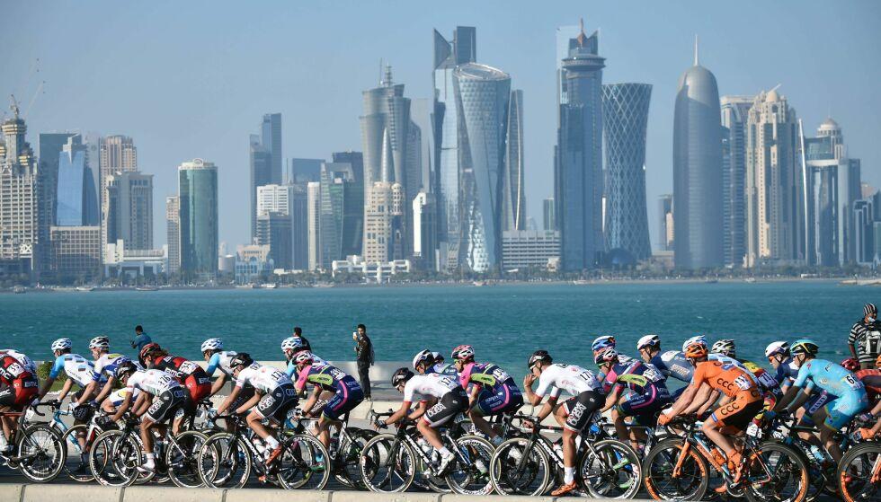 PRESSES HARDT: Mark Cavendish, Alexander Kristoff og mange andre internasjonale syklister deltok i det femtende Tour of Qatar i fjor. Siden den gang har Qatar kommet ut i hardt vær. Saudi Arabia, De forente arabiske emiratene, Bahrain og Egypt har gitt et 13 punkts ultimatum, men inntil nå har ikke Qatar ønsket å innfri noen av disse. Foto: Eric Feferberg / Afp / Scanpix