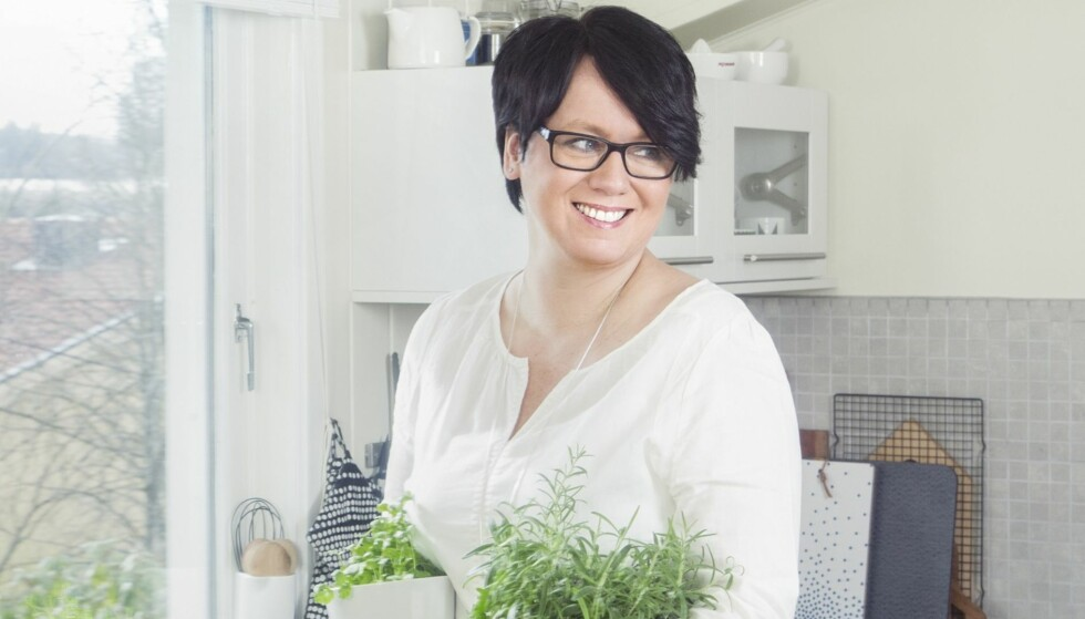 JUBILERER: Trine Sandberg feirer 10 år som matblogger. Jubileet markeres blant annet med ny kokebok; «Trine inviterer», og ny og sprek profil på bloggen. Foto: Gry Traaen
