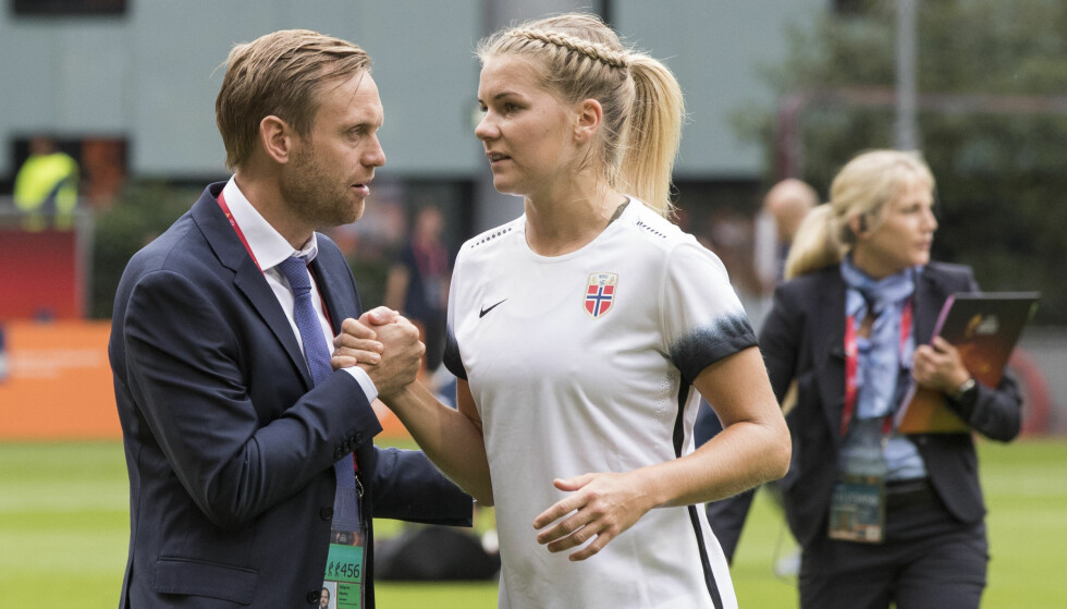SKAL SE HEGERBERG: Ada Hegerberg og trener Martin Sjögren  i EM i fjor sommer. Rett etterpå takket Hegerberg nei til videre spill for Norge.     Foto: Berit Roald / NTB scanpix