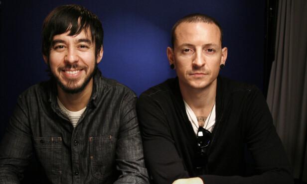 I SORG: Mike Shinoda informerer at bandet vil komme med en egen uttalelse i forbindelse med Chester Benningtons dødsfall. Her er de to avbildet sammen i 2010.  Foto: AP Photo/Jeff Christensen