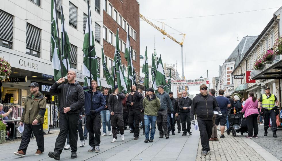 <strong><b>GUFS FRA KRIGENS DAGER:</strong> </b>Høyreekstreme marsjerte i Kristiansand lørdag. Foto: Tor Erik Schrøder / NTB scanpix
