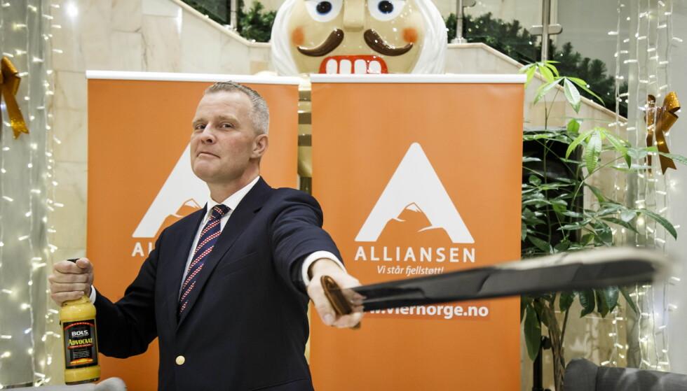 SVERD OG EGGELIKØR: Hans Jørgen Lysglimt Johansen fotografert 24. november i fjor, da han lanserte sitt nye parti. Foto: Heiko Junge / NTB scanpix