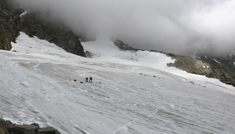 FUNNET: Mannen, som var i 40-åra da han forsvant for 30 år siden, ble funnet i Hohlaub-isbreen i Sveits i forrige uke. Foto: Politiet i Valais/Keystone via AP/NTB Scanpix