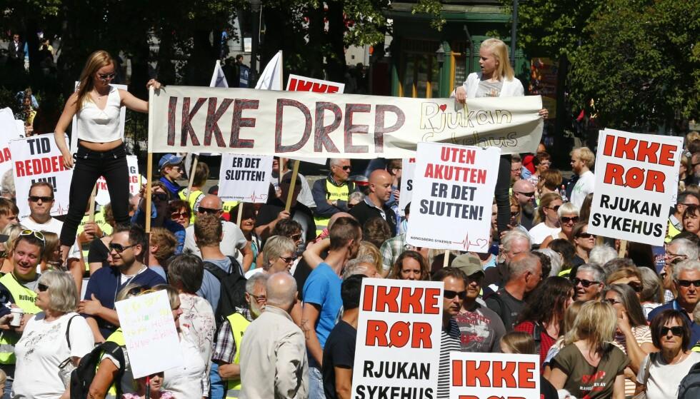 Demonstrerte: Tilbake i 2014 demonstrerte hundrevis mot nedleggelsen av Rjukan og Kragerø sykehus. Foto: Heiko Junge / NTB scanpix