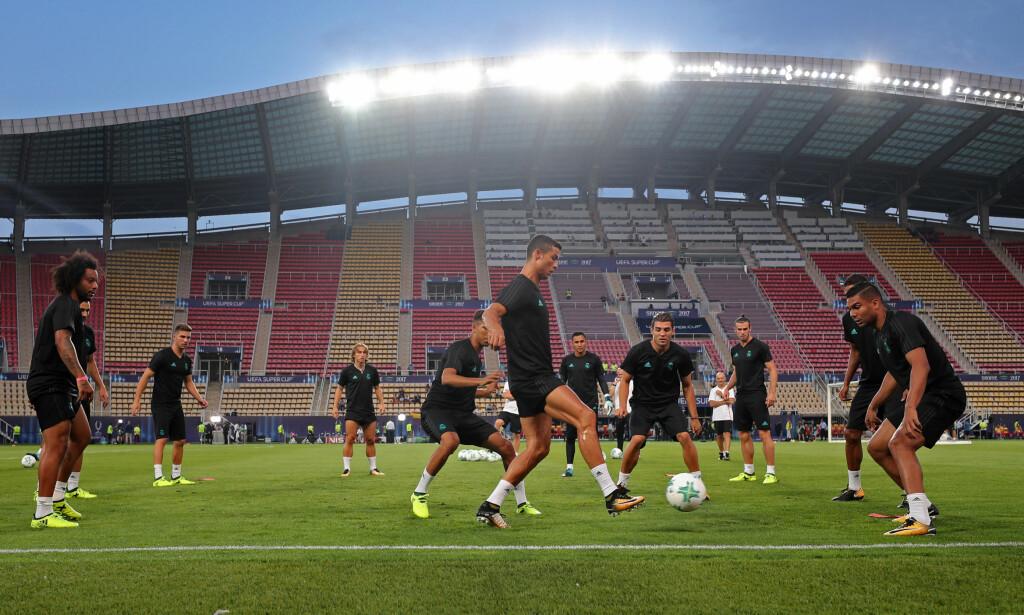 HETT: Det er ventet rundt 35 grader når Supercupen spilles i Skopje i kveld. Foto: NTB Scanpix
