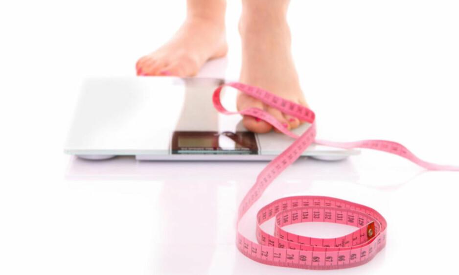 VEKT: Ny forskning fra NTNU viser at det er samme om du slanker deg over tid, eller gå raskt ned i vekt. På sikt vil det ha samme effekt. Foto: NTB Scanpix