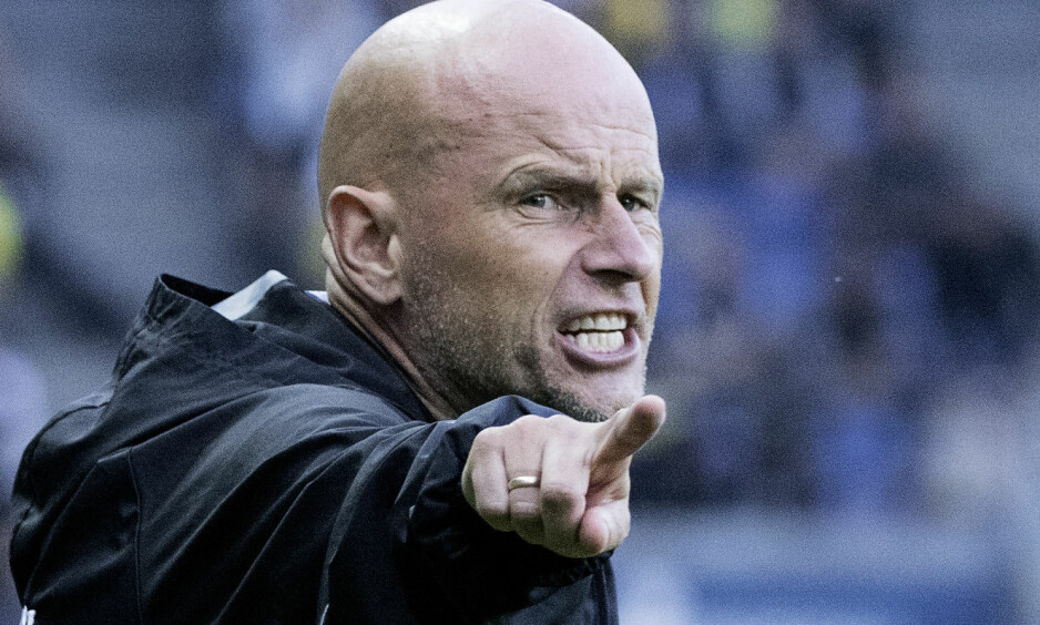 STØTTER UNGGUTT: Ståle Solbakken mener at Jakob Blåbjergs selvmål bør bli tildelt Jonas Wind (19). Foto: Claus Bech / NTB scanpix