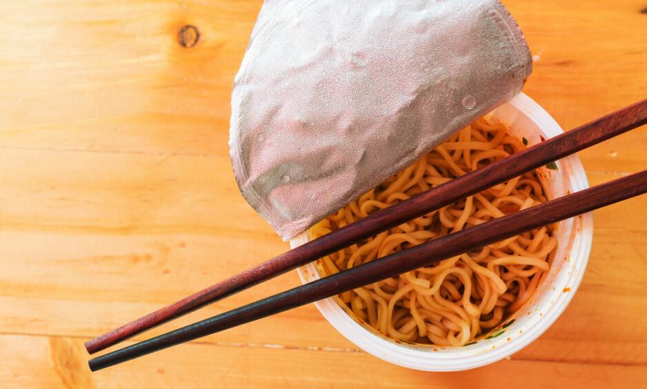 RETTIKOPPEN: Ikke et vondt ord om ferdignudler, men her er triksene som gjør at du får litt sunnere og mye bedre middager - som selv studenter skal ha råd til. Illustrasjonsfoto: Senwaan / Shutterstock / NTB scanpix