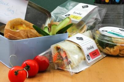 MATPAKKER PÅ DØRA: Kolonihagen kan fikse lunchen tirsdag, onsdag og torsdag. Foto: Kolonihagen