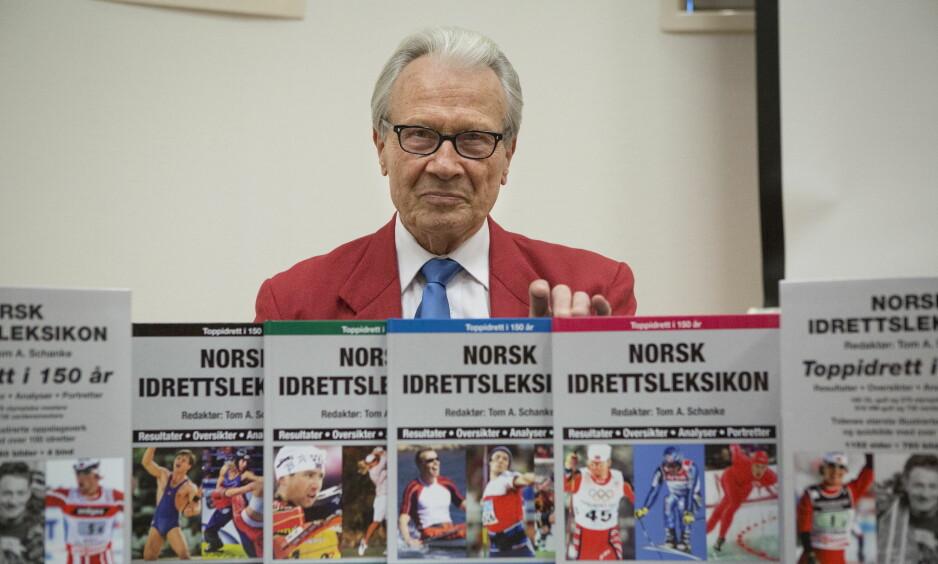 DØD: Idrettshistoriker og fotballeder Tom A. Schanke er død. 77 år gammel. Foto: NTB Scanpix