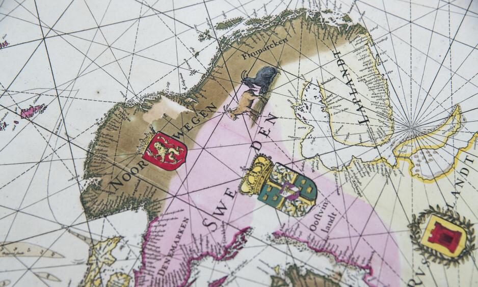 SKATT: Verdens største private samling av kart over Norge og nordområdene er kjøpt av Sparebankstiftelsen DNB og overføres til Nasjonalbiblioteket. Dette kartet er fra 1680. Foto: Berit Roald / NTB scanpix