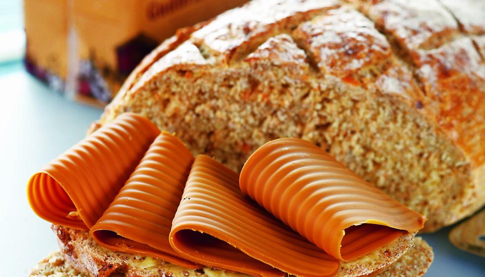 NASJONALOSTEN: Du er ikke skikkelig norsk, hvis du ikke spiser brunost. Foto: Synøve Dreyer