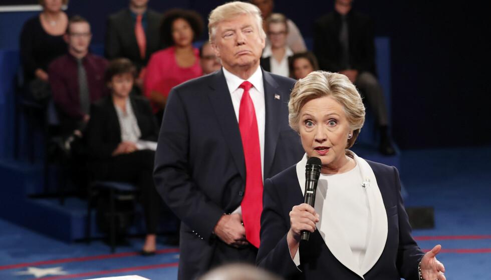 STIKK TIL TRUMP?: Hillary Clintons krimroman skal handle om en kvinnelig utenriksminister som begynner i jobben etter en presidentperiode som har «svekket USAs posisjon i verdenssamfunnet». Foto: AP / NTB.