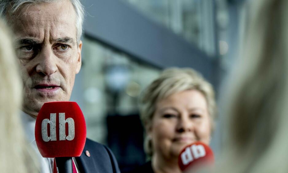 DUELL: Erna Solberg og Jonas Gahr Støre møttes til duell i Dagbladets valgbod i går. Foto: Thomas Rasmus Skaug / Dagbladet.