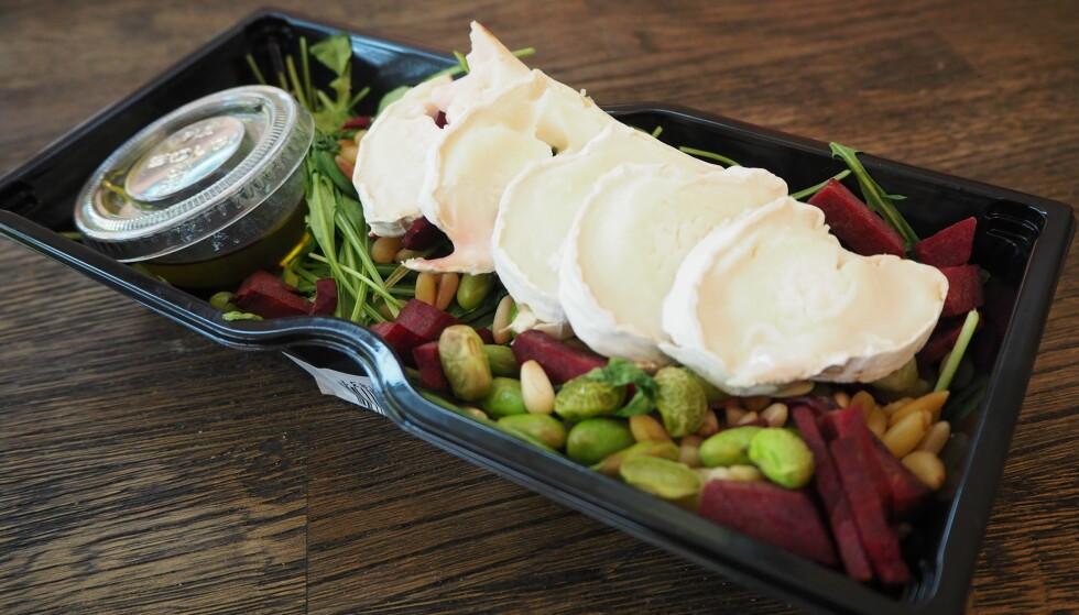 <strong>SLITEN SALAT:</strong> Osten reddet salaten, som ellers bød på ruccola og bønner som hadde tatt kvelden. Fra Ritazza.