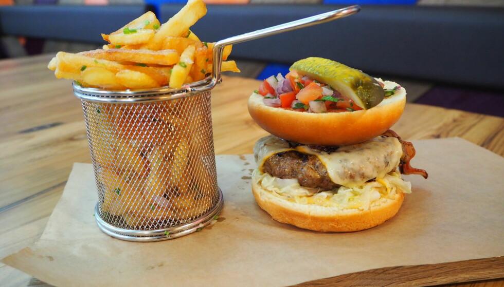 <strong>HIPSTERBURGER:</strong> Innholdsrik og god burgeropplevelse på Bølgen &amp; Moi Food Garage.