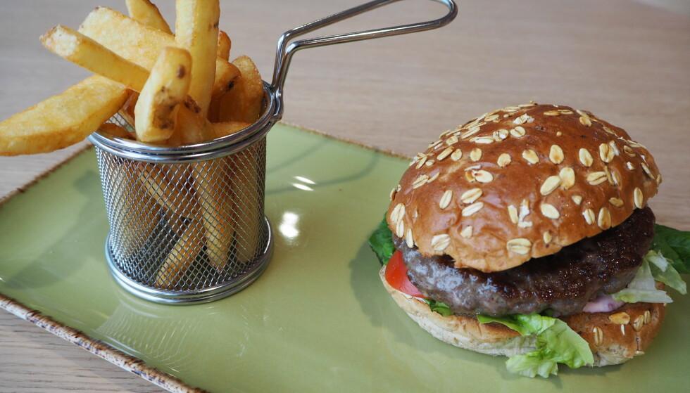 <strong>SMAKEN AV NORGE:</strong> Burger med distinkt og god smak av reinsdyrkjøtt var et av høydepunktene i runden gjennom terminalen.