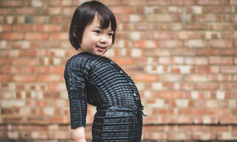 VOKSER MED BARNA: Designer Ryan Yasin har funnet opp barneklær som er laget med en innovativ ingeniørteknikk, som sørger for at barnet kan bruke samme plagg opp til treårsalderen. Alle foto: Petit Pli