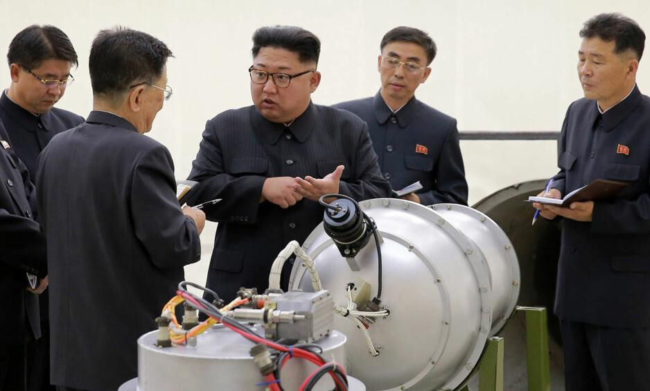 SANKSJONER: Bilder viser Nord-Koreas leder Kim Jong-un 3. september da landet gjennomførte en atomprøvesprenging. Nå innfører FN nye sanksjoner. Foto: NTB Scanpix