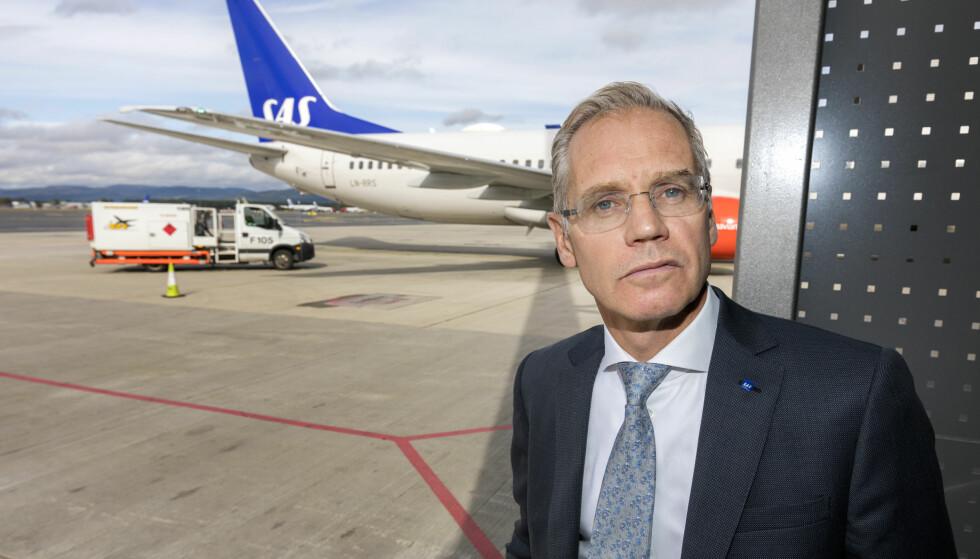 UROLIG: SAS-sjef Rickard Gustafson sier han er urolig for sommeren. Her er han på Gardermoen med et SAS fly bak. Foto: Gorm Kallestad / NTB scanpix