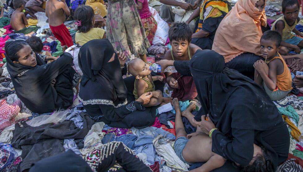DREVET PÅ FLUKT: Hundrevis av landsbyer er brent ned til grunnen og hundretusener av mennesker drevet på flukt i Myanmar. Foto: AP Photo/ Dar Yasin/ NTB Scanpix