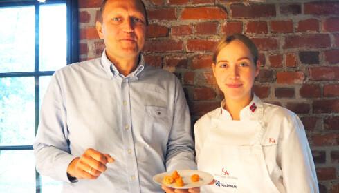 SMAKSPANEL: Christer Berens og Synne Brandtzæg smakte - og fant en favoritt. Foto: Cecilie L. Berg