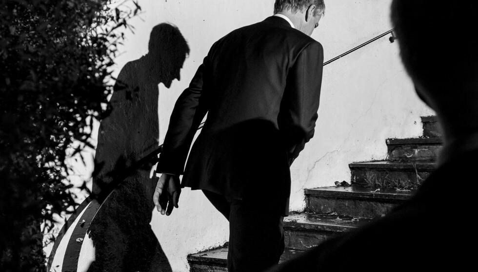 SKYGGENES DAL: Jonas Gahr Støre går hjem etter å ha erkjent valg-nederlaget i høst. - Ap skulle med glemt «riktig» og gått for «populistisk» i ACER-saken. I stedet glemte de riktig og gikk for populistisk i innvandringspolitikken, skriver artikkelforfatteren. Foto: Lars Eivind Bones / Dagbladet