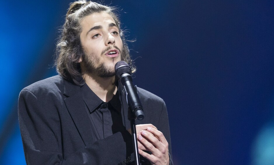 PÅ BEDRINGENS VEI: Eurovision-vinner Salvador Sobral vil trolig kunne leve et normalt liv framover, etter at han fikk nytt hjerte forrige uke. Her er han avbildet under finalen i Eurovision Song Contest 2017. Foto: NTB scanpix