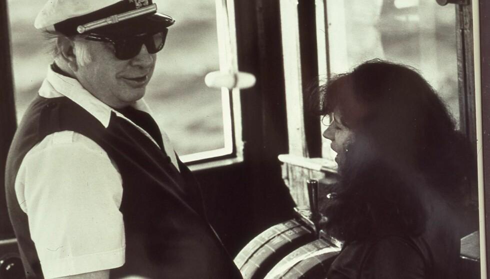 LØP ÆREND: Janis Gilham Grady var medlem av Scientologikirka i over 20 år. Her er hun avbildet sammen med grunnlegger L. Ron Hubbard på båten Apollo. Foto: Privat