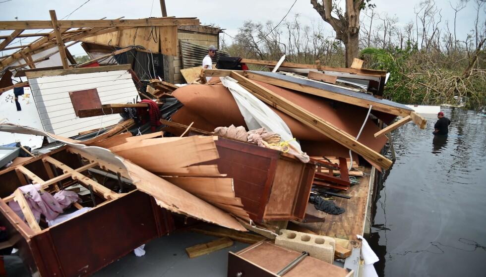 STORE ØDELEGGELSER: Mange ble hjemløse som følge av orkanen «Maria»s herjinger. I tillegg er store deler av øygruppa uten strøm og telefonlinjer. Foto: AFP PHOTO / HECTOR RETAMAL / NTB scanpix