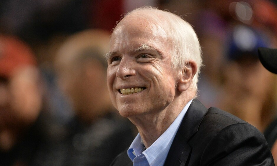 KREFT: Senator John McCain sier at legene har gitt ham svært dårlige framtidsutsikter. Senatoren har fått konstatert en ondartet kreftsvulst i hjernen, av samme type som den som tok livet av senator Edward Kennedy i 2009. Foto: Jennifer Stewart/Getty Images/AFP/Scanpix