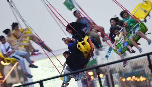 <strong>FORNØYELSER:</strong> I Riyadh finnes denne beskjedne karusellen. Men nå satser Saudi-Arabia stort, og har planer om å bygge en enorm fornøyelsespark i landet. Målet er å trekke flere turister. Foto: NTB Scanpix