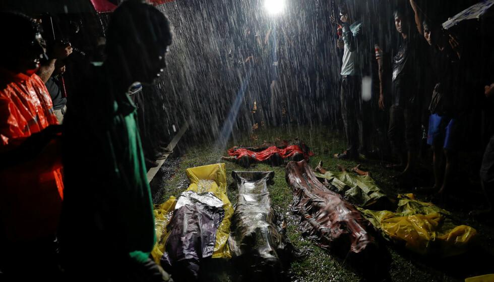 KANTRET: Over 100 personer var ombord båten som skulle gå fra Myanmar til Bangladesh 28. September. Etter kantringen har kun 17 overlevende blitt funnet. Foto: REUTERS/Damir Sagolj