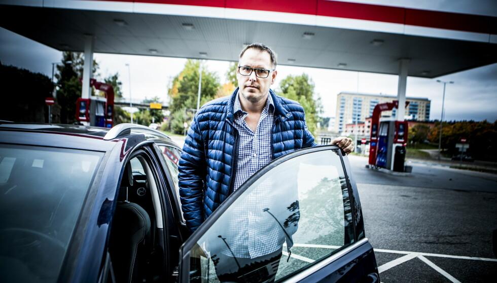 FORTVILER: Christian Meyer fra Bærum har ikke råd til å kjøpe elbil og er blant dem som fortviler over å måtte bruke over 30.000 kroner i året på bompenger. Foto: Christian Roth Christensen / Dagbladet