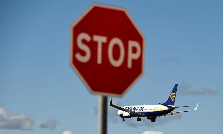 FÅR FØLGER: Pilotmangelen som har rammet Ryanair kan få store følger for arbeidsvilkårene i luftfarten - og for billettprisene, tror eksperter. Her går et Ryanair-fly inn for landing i Dublin, Irland, den 21. september. Foto: NTB/Reuters/Clodagh Kilcoyne