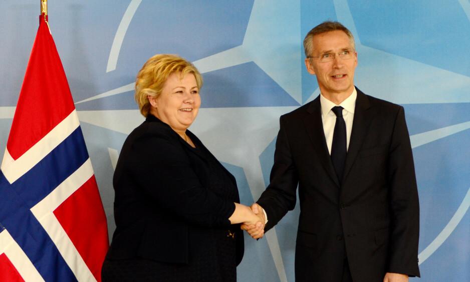 SKAPER USIKKERHET: Høyre-medlemmer reagerer på statsminister Erna Solberg uttalelser om NATOs to prosent-mål. Her er statsministeren sammen med NATOs generalsekretær Jens Stoltenberg i Brüssel. Foto: Johan Falnes / NTB scanpix