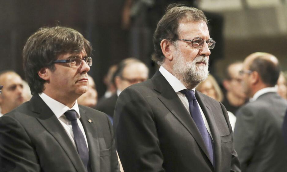 MOTSTANDERE: Den katalanske regionpresidenten Carles Puigdemont (t.v.) og Spanias statsminister Mariano Rajoy (t.h.) står steilt mot hverandre i løsrivelsesspørsmålet, men sto samlet under minnemarkeringene til ære for ofrene etter terrorangrepet i Barcelona i august. Foto: Sergio Barreneceha / EFE / DYDPP / Shutterstock / NTB Scanpix