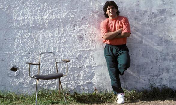 BESØKTE ESCOBAR: Diego Maradona var på besøk i det private fengselet til narkobaronen. Foto: FourFourTwo