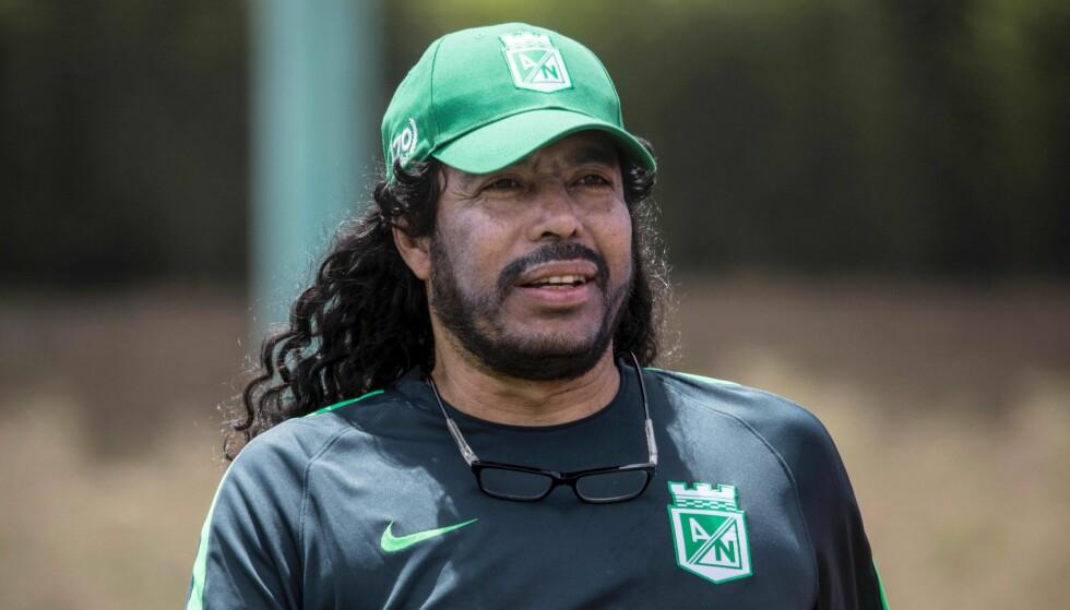 POPULÆR AKROBAT: Colombia-keeper Rene Higuita. Foto: AFP PHOTO / Joaquin SARMIENTO / NTB Scanpix