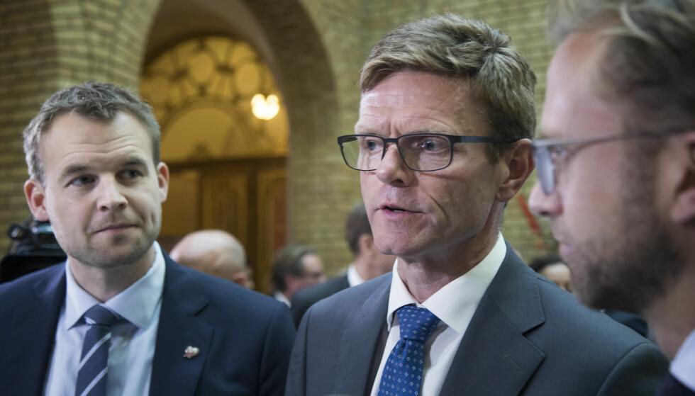 FORHANDLER: I fjor kranglet de borgerlige budsjettkameratene så busta føyk før de klarte å komme til enighet om et statsbudsjett for inneværende år. Nå virker det å gå atskillig roligere for seg. På bildet er de finanspolitiske talsmennene (fv) Kjell Ingolf Ropstad (KrF), Terje Breivik (V) og Nikolai Astrup (H). Foto: Heiko Junge / NTB scanpix