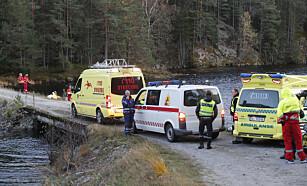AMBULANSE OG BRANNVESEN: Alle nødetatene deltar i redningsaksjonen. Foto: Terje Bendiksby / NTB Scanpix